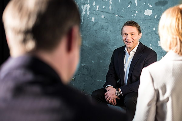 Lutz Pickhardt: Business Coach und Trainer. Gruppenarbeit. Fotograf: Guido Alfs.